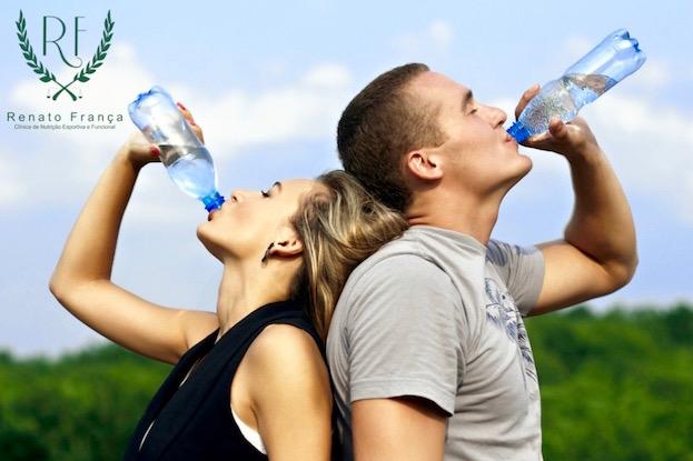 Hidratação: 2 litros de água são suficientes?